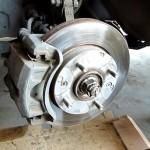 Замена передних тормозных колодок и дисков на Hyundai Elantra 2005 года
